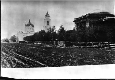 Покровский собор со стороны РДК - Чембар_народный_дом_и_Покровский_собор.jpg