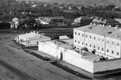 Тюрьма, бывший ДДТ - Чембар_тюрьма_почтовая_открытка_начала_XX_в.jpg